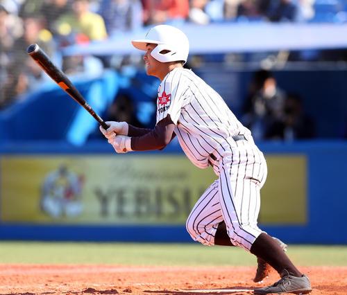 帝京対国士舘 3回裏国士舘2死一、三塁、左中間を破る2点適時二塁打打を放つ清水(撮影・大野祥一)