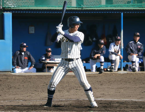 年内最後の対外試合で高校通算53号を放った東海大相模・西川(撮影・金子真仁)