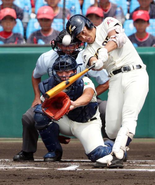 8月6日 甲子園開幕戦の誉戦の初回、満塁本塁打を放つ下山