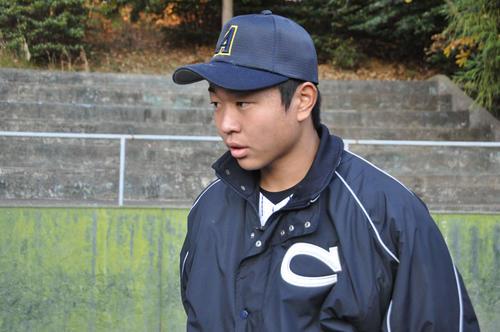愛知県高校選抜対中京大 試合後、取材対応する中京大中京・高橋宏斗