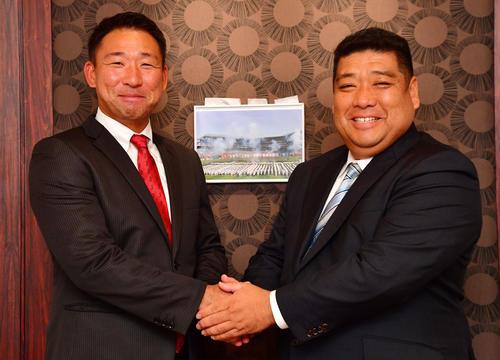 智弁和歌山・中谷監督(左)と大阪桐蔭・西谷監督(撮影・清水貴仁)