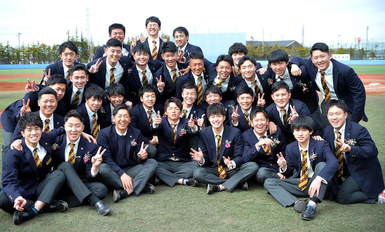 卒業を迎えた仙台育英硬式野球部の3年生たち(撮影・鎌田直秀)