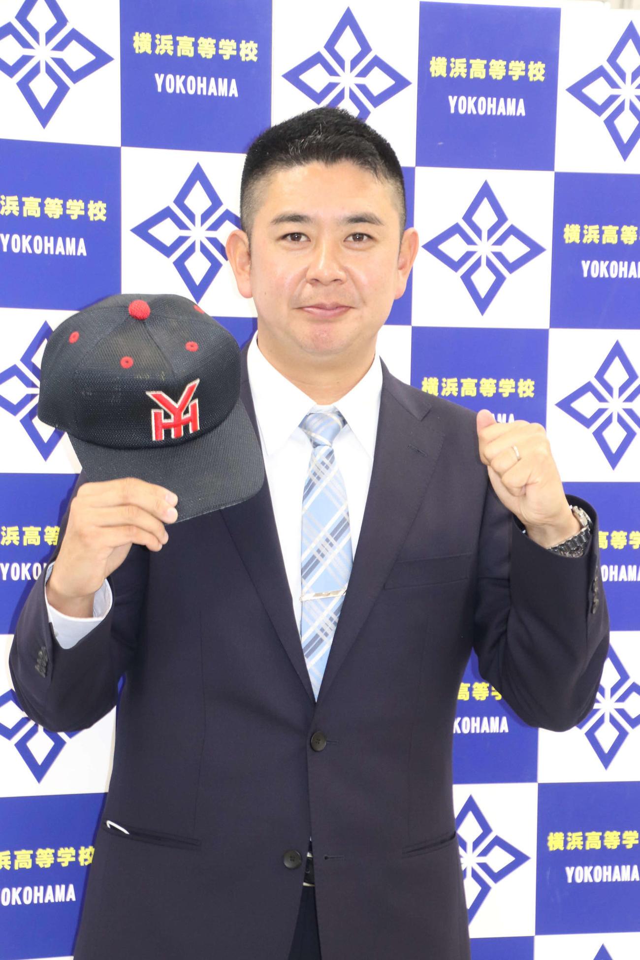 横浜の野球部監督に就任した村田新監督(撮影・保坂淑子)