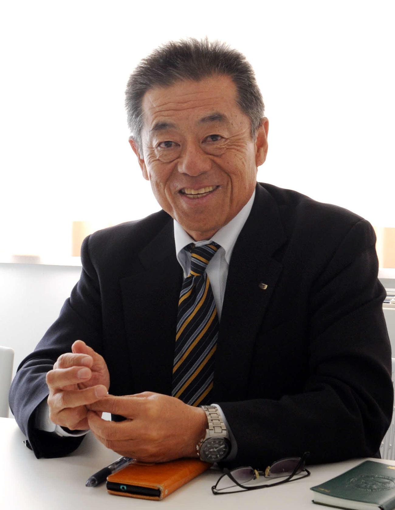 1日に開校した日本ウェルネス宮城の硬式野球部を率いる金子監督(撮影・佐々木雄高)