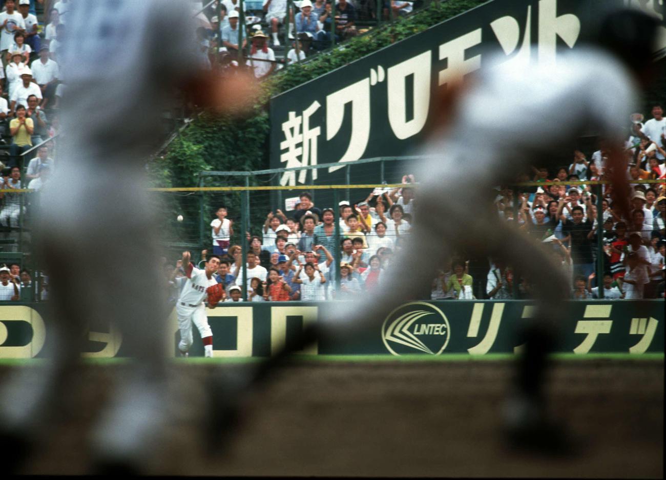 96年8月、熊本工戦の延長10回裏1死満塁、本多の右飛を好返球し、サヨナラを防いだ松山商の右翼手・矢野勝嗣