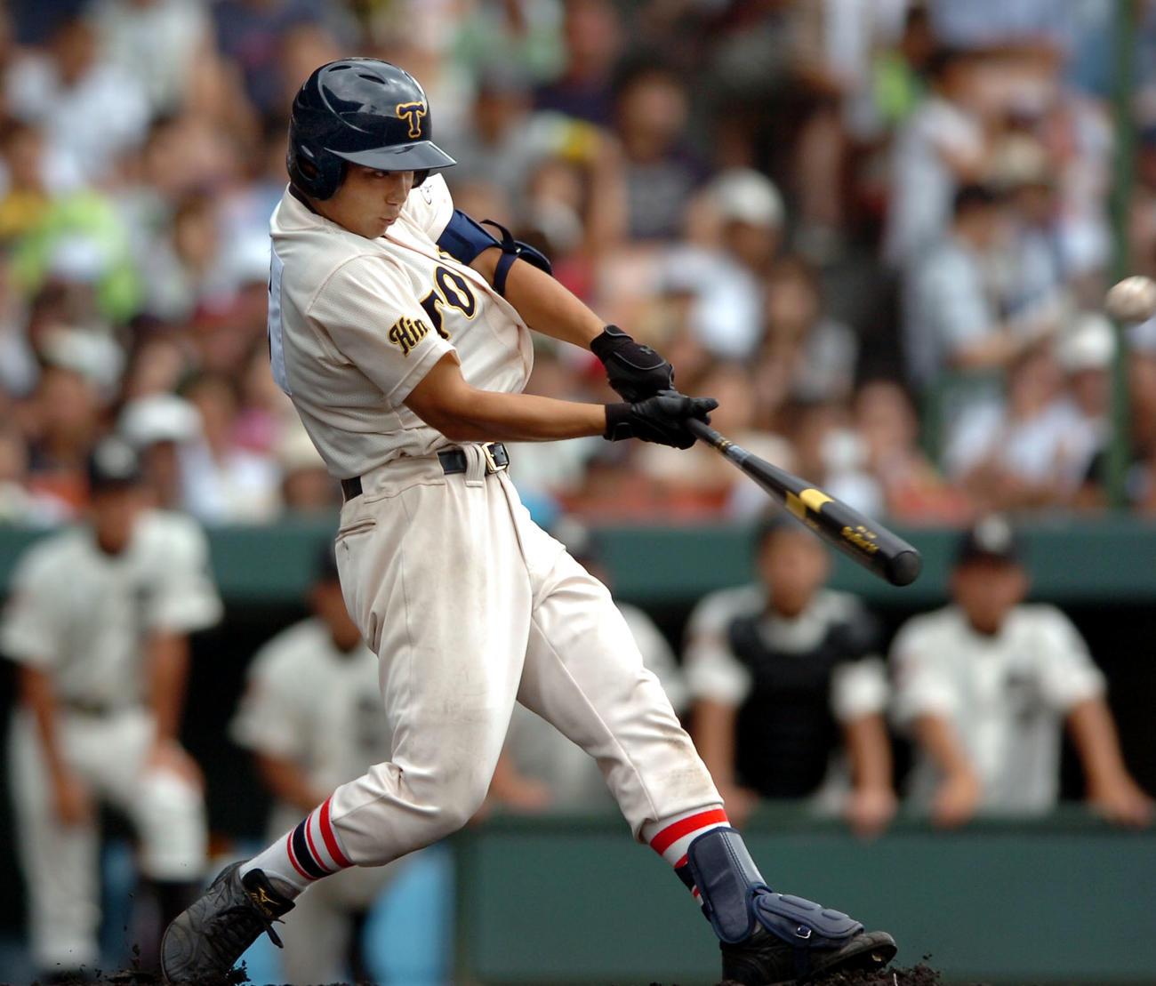 06年8月、駒大苫小牧戦で東洋大姫路・林崎遼は左越え先制2点本塁打を放つ