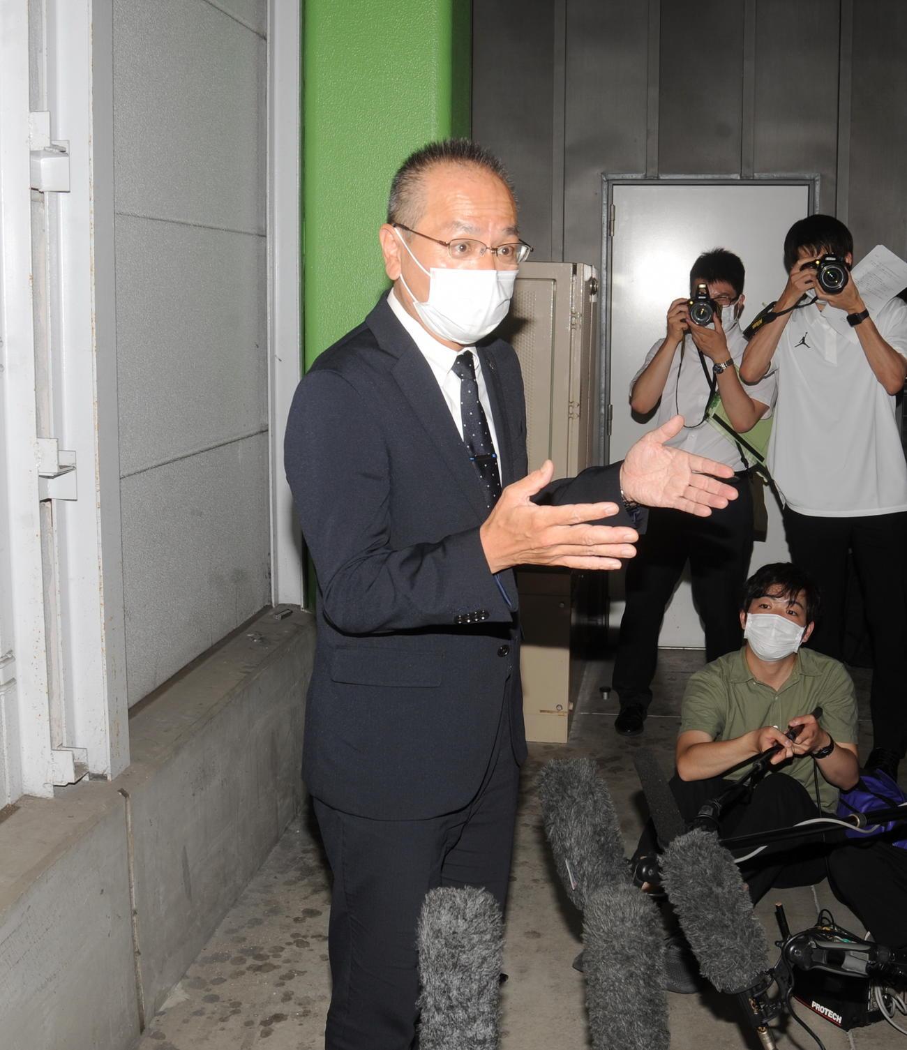 代替大会開催が決まり、大会概要を説明する静岡県高野連の野部道太会長