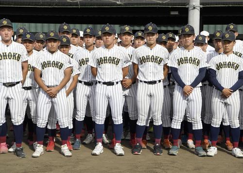 「2020年甲子園高校野球交流試合」の開催が決まり、整列する鳥取城北ナイン(共同)