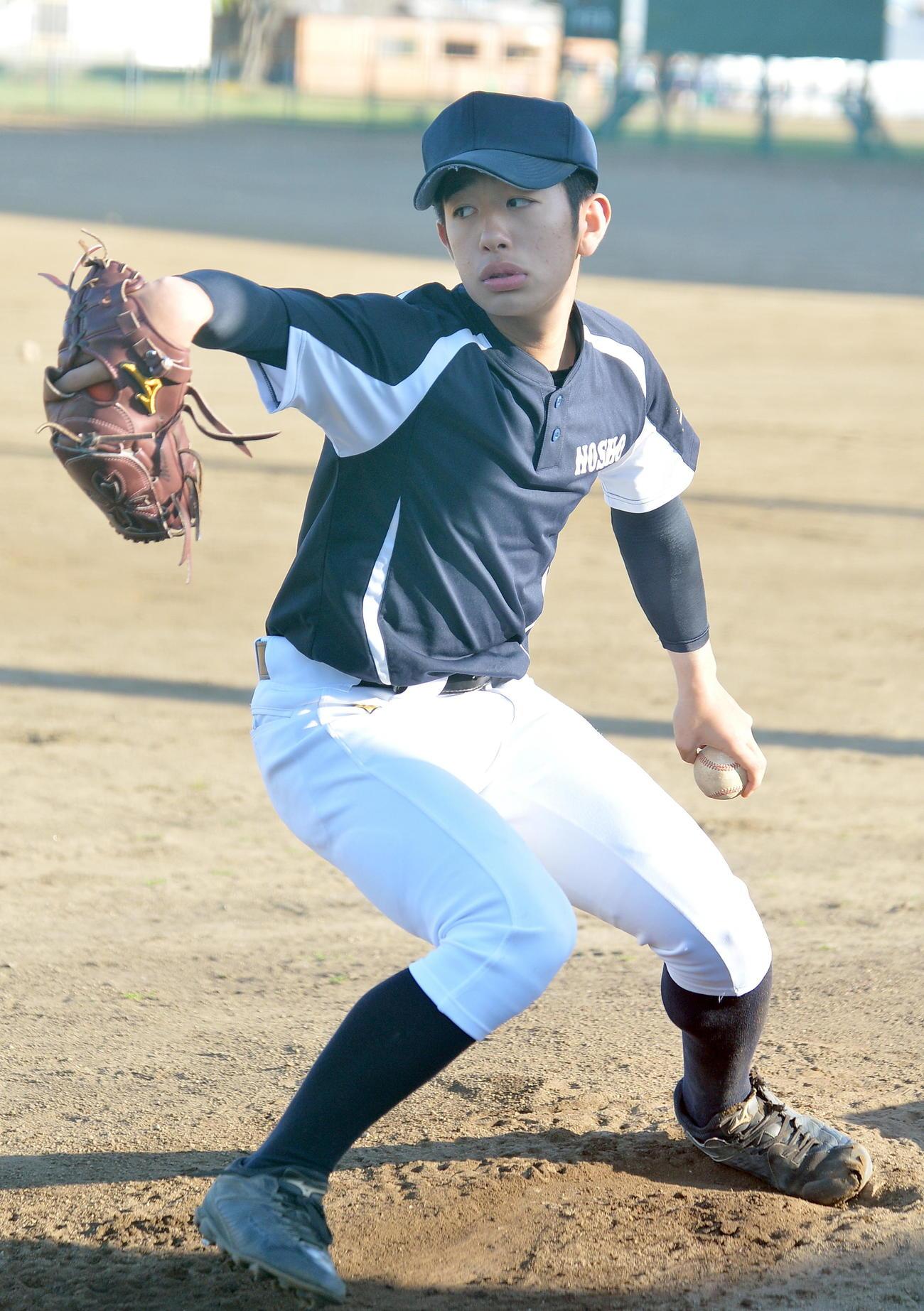 投球練習を行う能代松陽・大高勇心投手(2020年05月14日撮影)