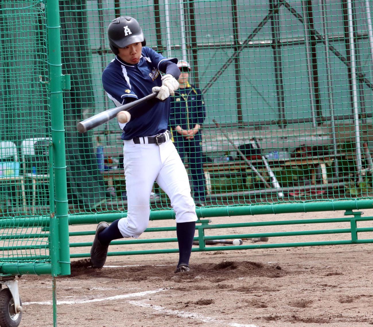 打撃練習に励む芦別の加藤(撮影・永野高輔)