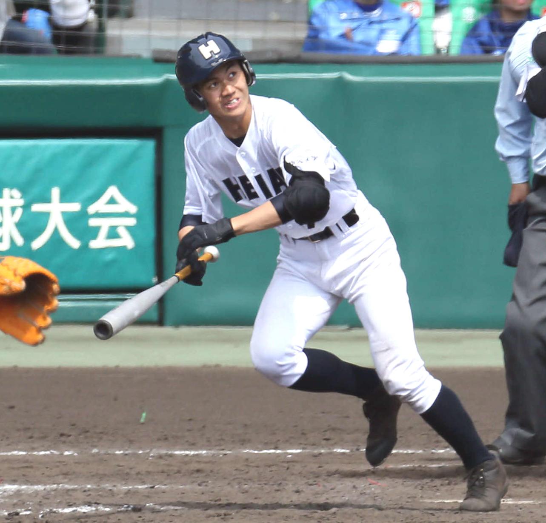 19年3月センバツ、津田学園戦、11回に二塁打を放つ龍谷大平安・奥村