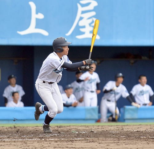 秋田西対西目 4回表秋田西無死満塁、中越え2点適時二塁打を放つ加藤亜(撮影・鎌田直秀)