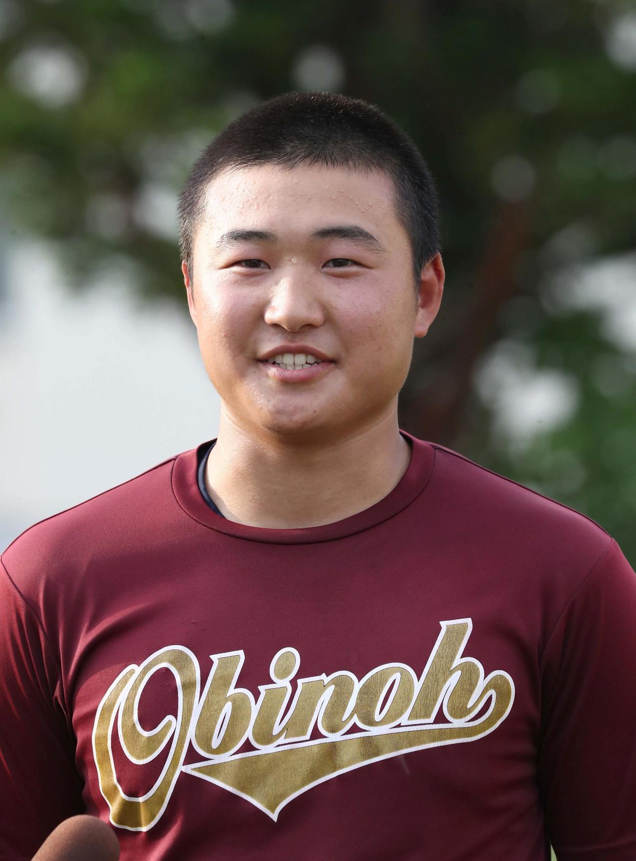 20年6月10日、甲子園高校野球交流戦に出場が決まり笑顔の帯広農水上流暢右翼手