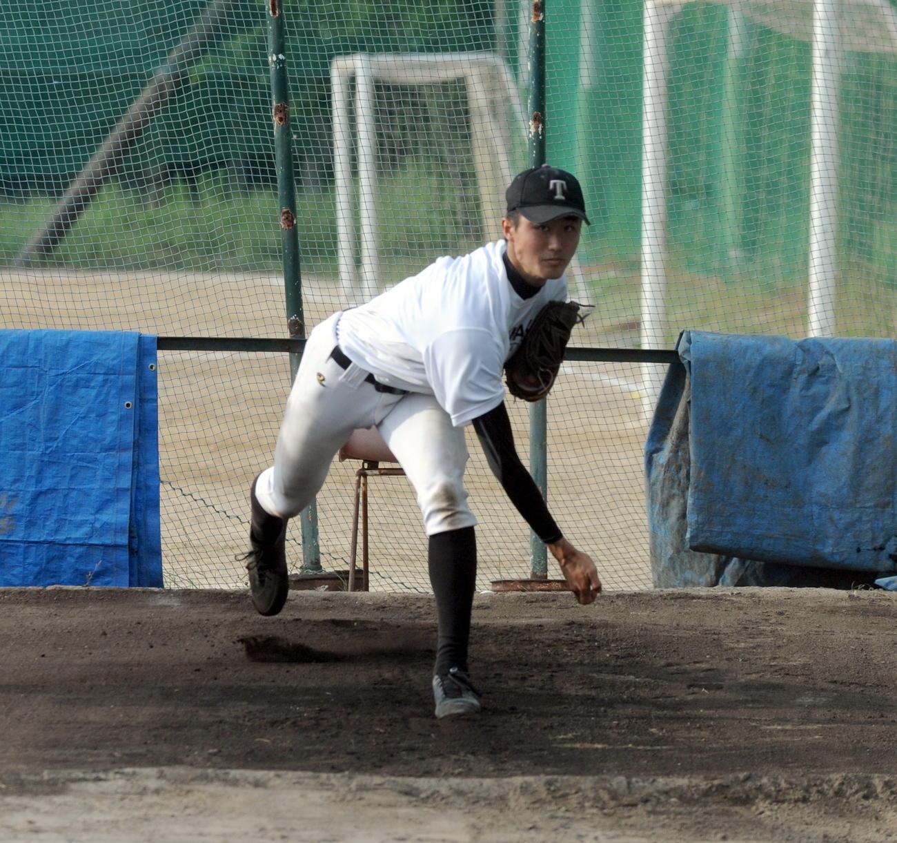 磐田東戦に向け、投球練習に熱が入る浜松工の杉田(2020年7月3日撮影)