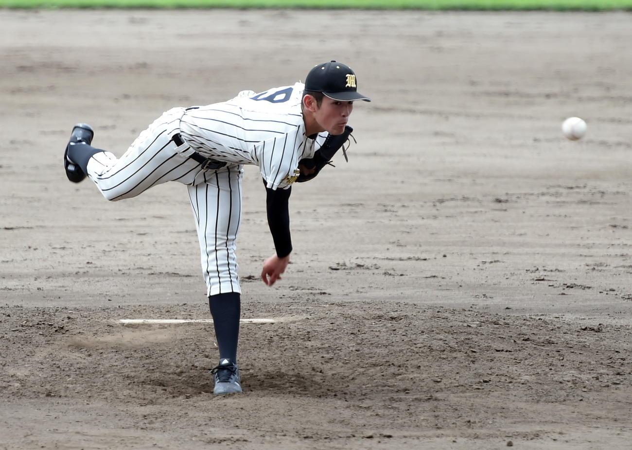 秋田西対明桜 2番手で圧巻の投球を披露した明桜・風間(撮影・山田愛斗)