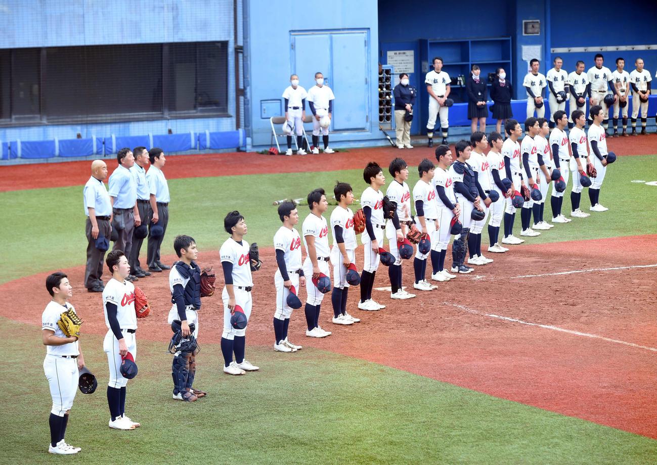 大崎中央対松島 試合に勝利し、整列する大崎中央の選手たち(撮影・相沢孔志)