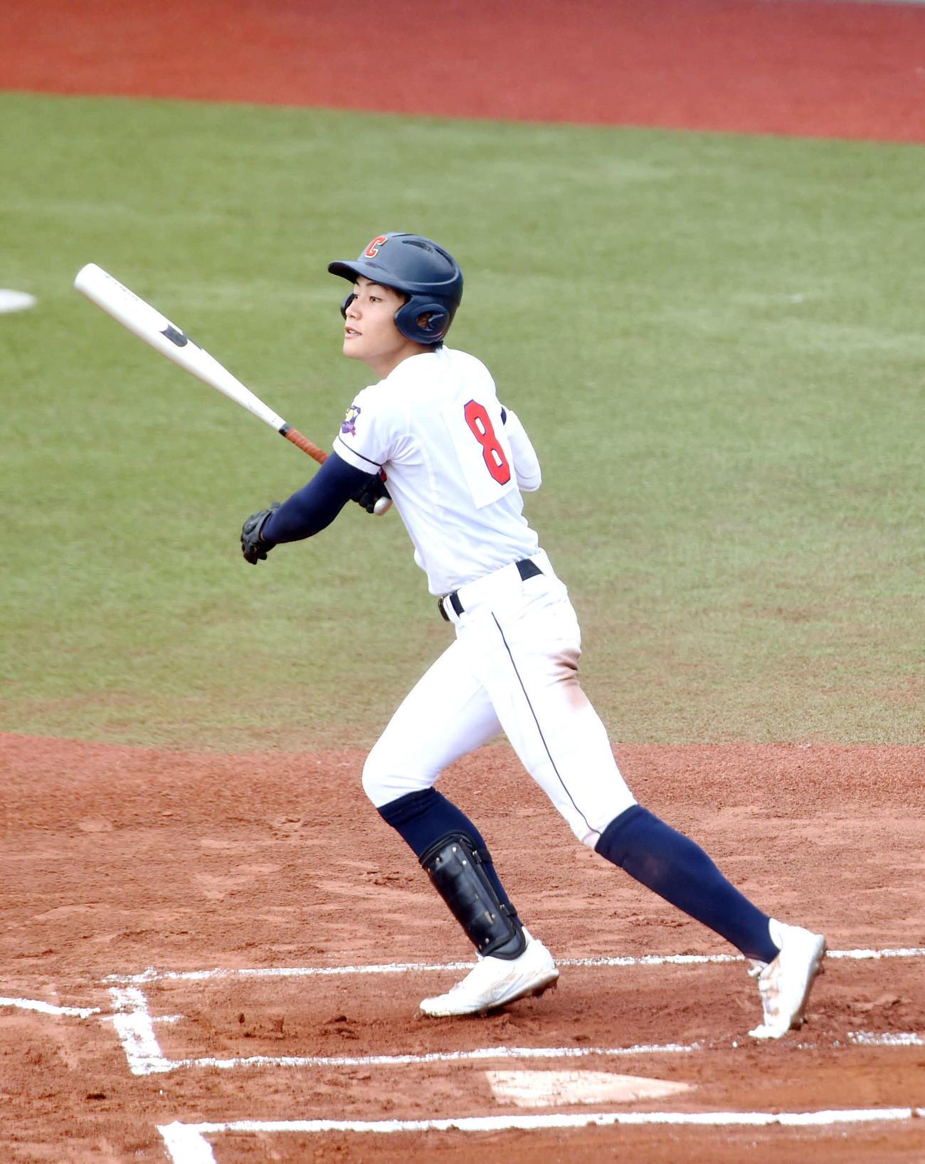 大崎中央対松島 6回表大崎中央無死、左翼線に二塁打を放つ麦谷(撮影・相沢孔志)