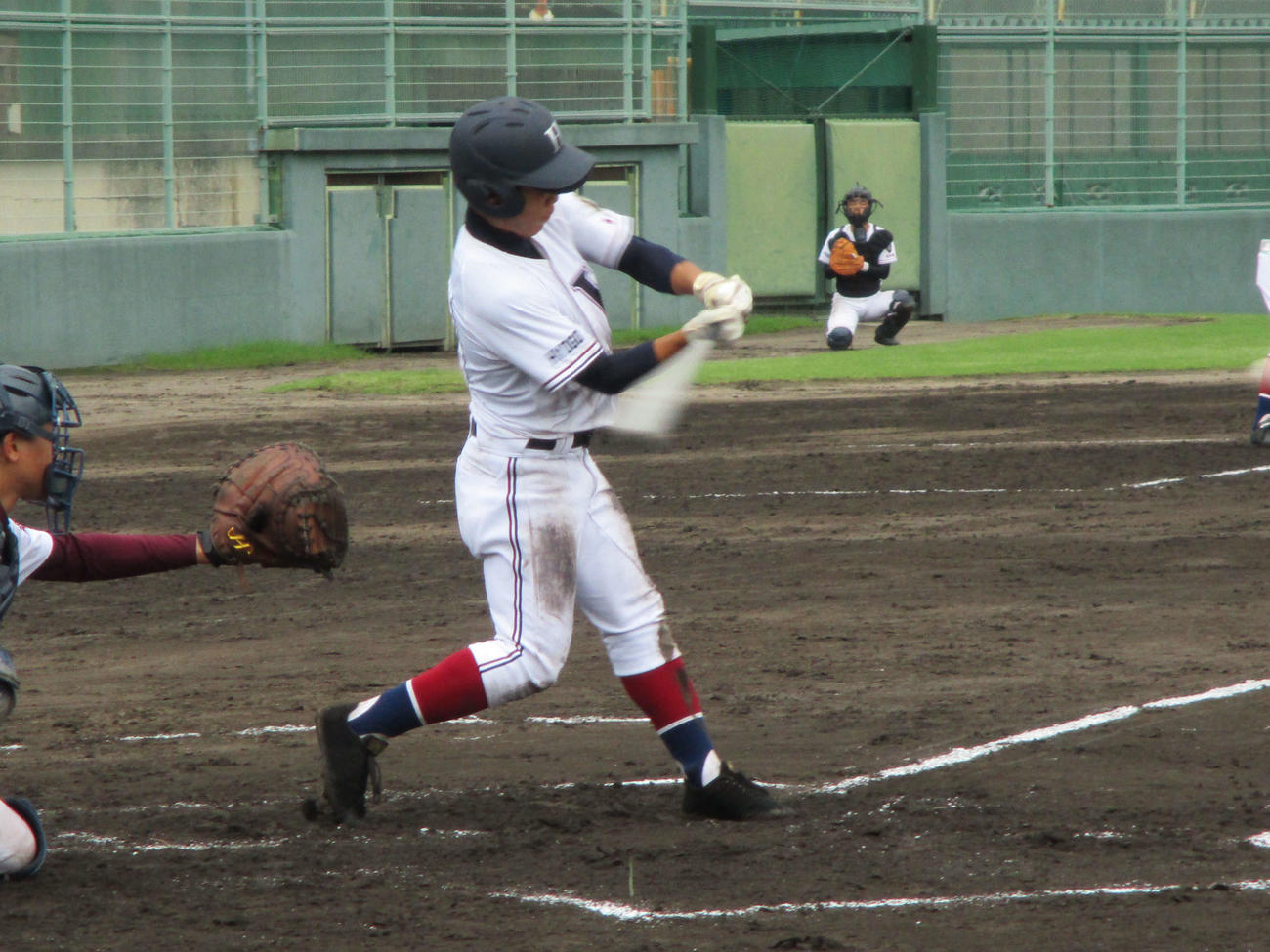 西宮東対猪名川 7回無死三塁、西宮東・渡部は右越えに適時二塁打を放つ(撮影・只松憲)