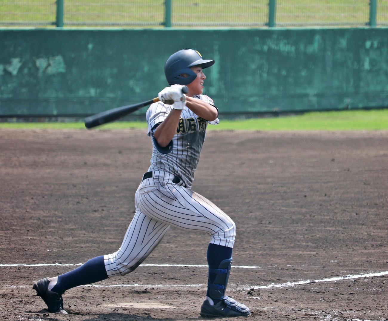 3点本塁打を含む4打数2安打5打点の活躍でコールド勝ちに貢献した明石商・来田(撮影・望月千草)