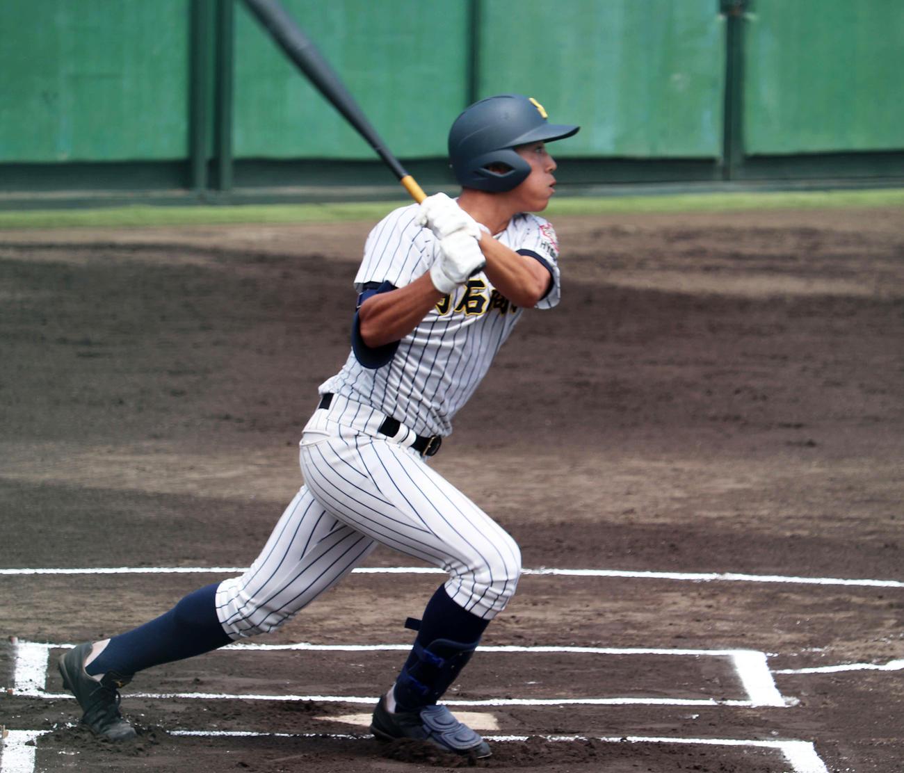 小野戦の1回、右越え二塁打で出塁し先制の生還を果たした明石商・来田涼斗(撮影・望月千草)