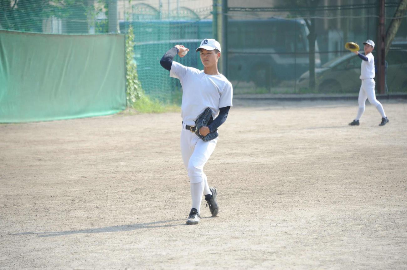 決勝前日、キャッチボールで調整をする日本文理・長谷川