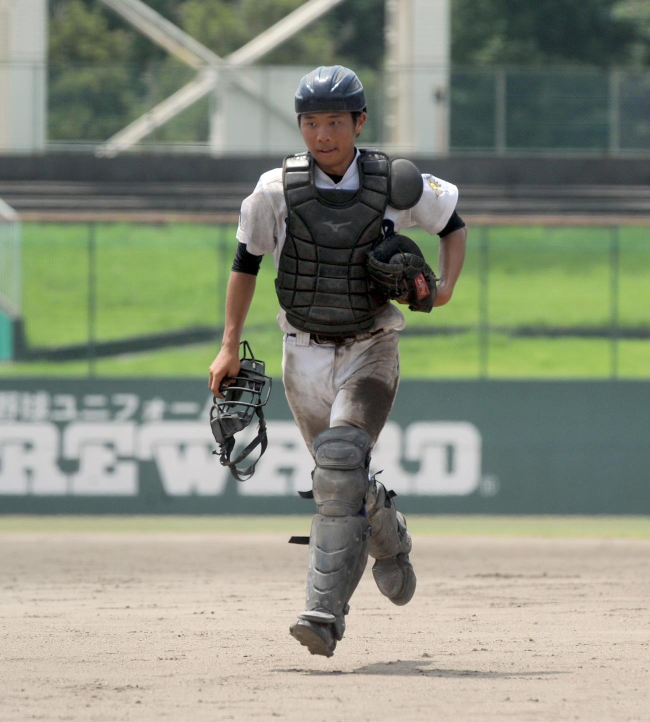 ユニホームを泥だらけにしながら、チームをけん引した浜松啓陽の安藤