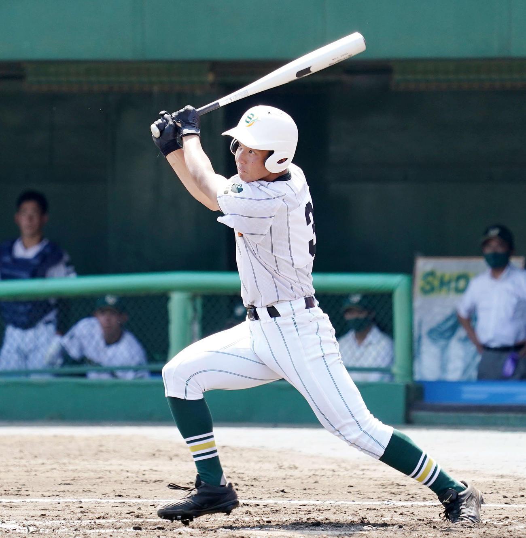 3回表昌平2死一、二塁、左越えに逆転3点本塁打を放つ渡辺(撮影・江口和貴)