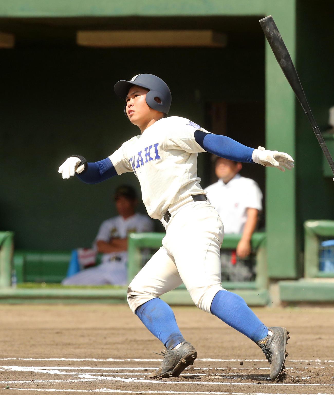6回表磐城1死、左越え本塁打を放つ鈴木隆(撮影・野上伸悟)