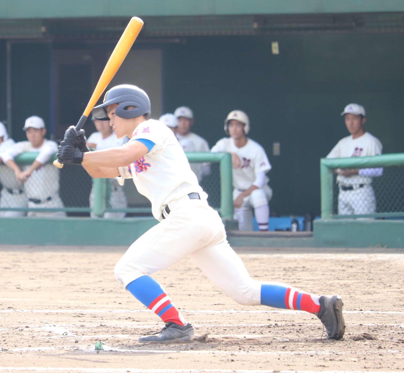 花咲徳栄対蕨 7回表花咲徳栄無死、花咲徳栄・鹿野は三ゴロに倒れるも、1試合4出塁と貢献した(撮影・湯本勝大)