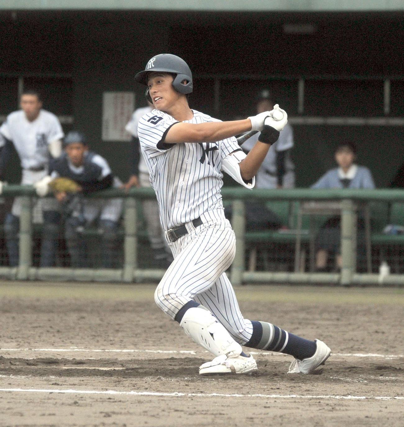9回1死一塁で三塁線を破る決勝適時二塁打を放った常葉大菊川の広瀬
