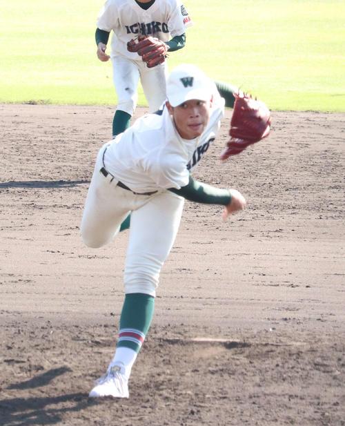 4点を追う5回から3番手でマウンドに上がった市和歌山・小園