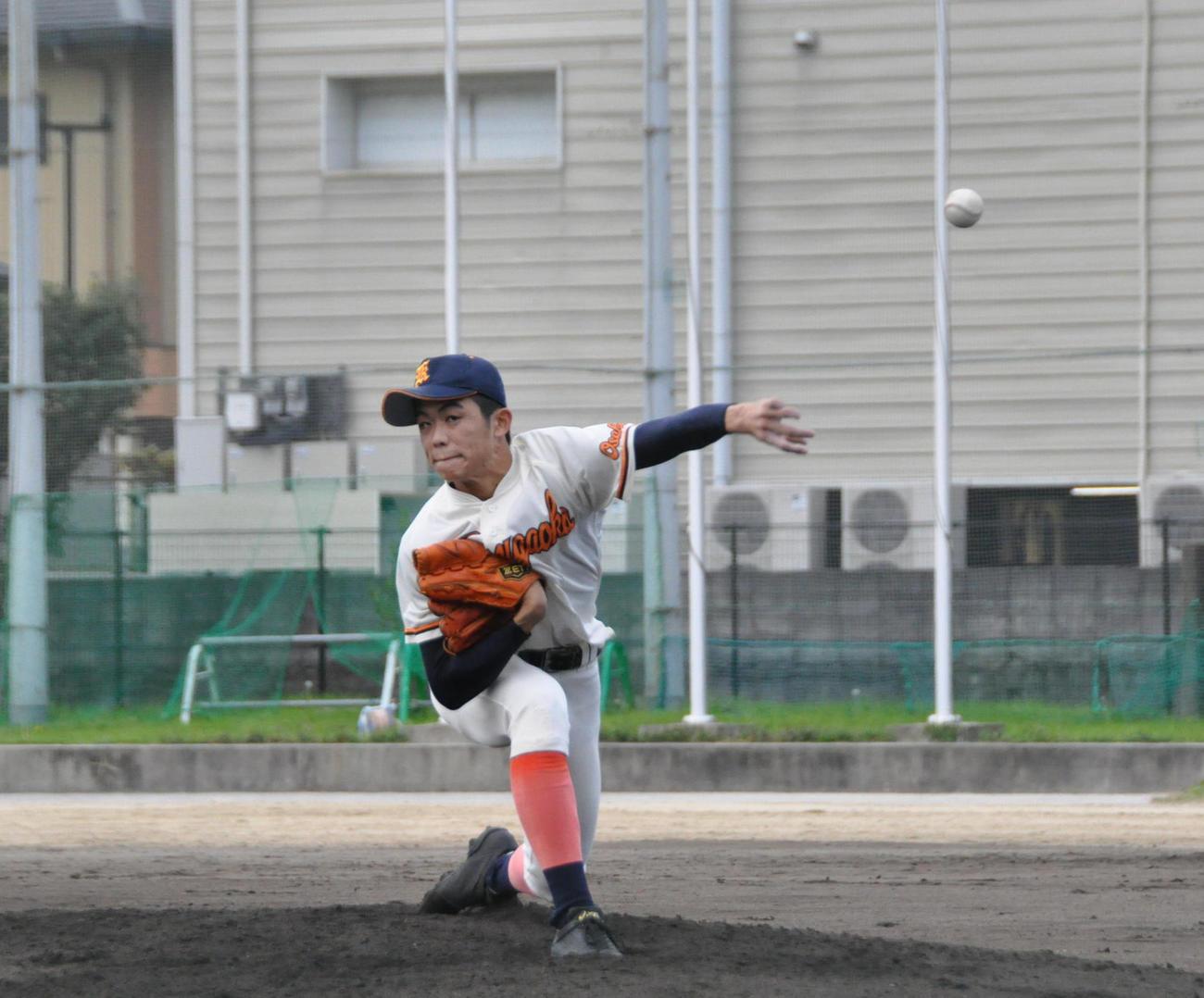 練習試合・春日丘対山田 春日丘先発の米満海玖人(みくと)投手(2年)