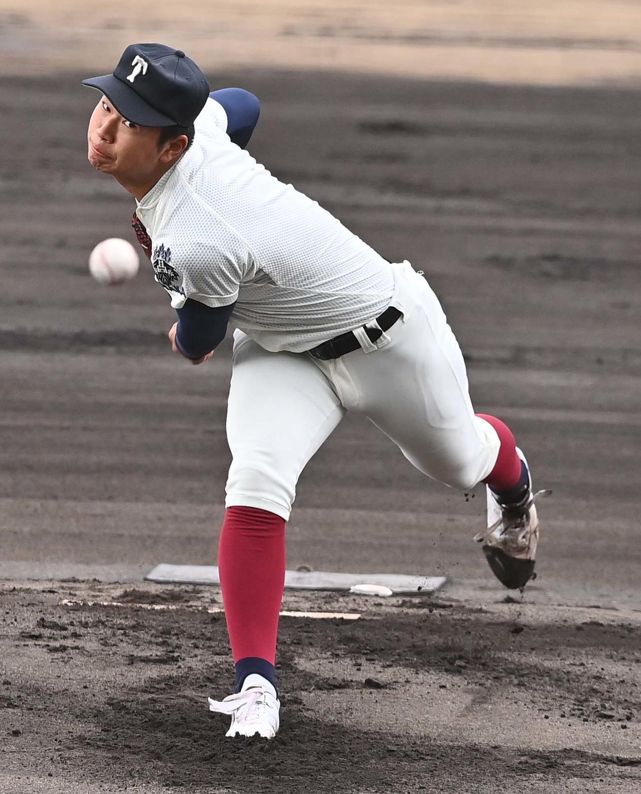 先発した大阪桐蔭・松浦慶斗は4イニングを無失点に抑えた(撮影・上田博志)