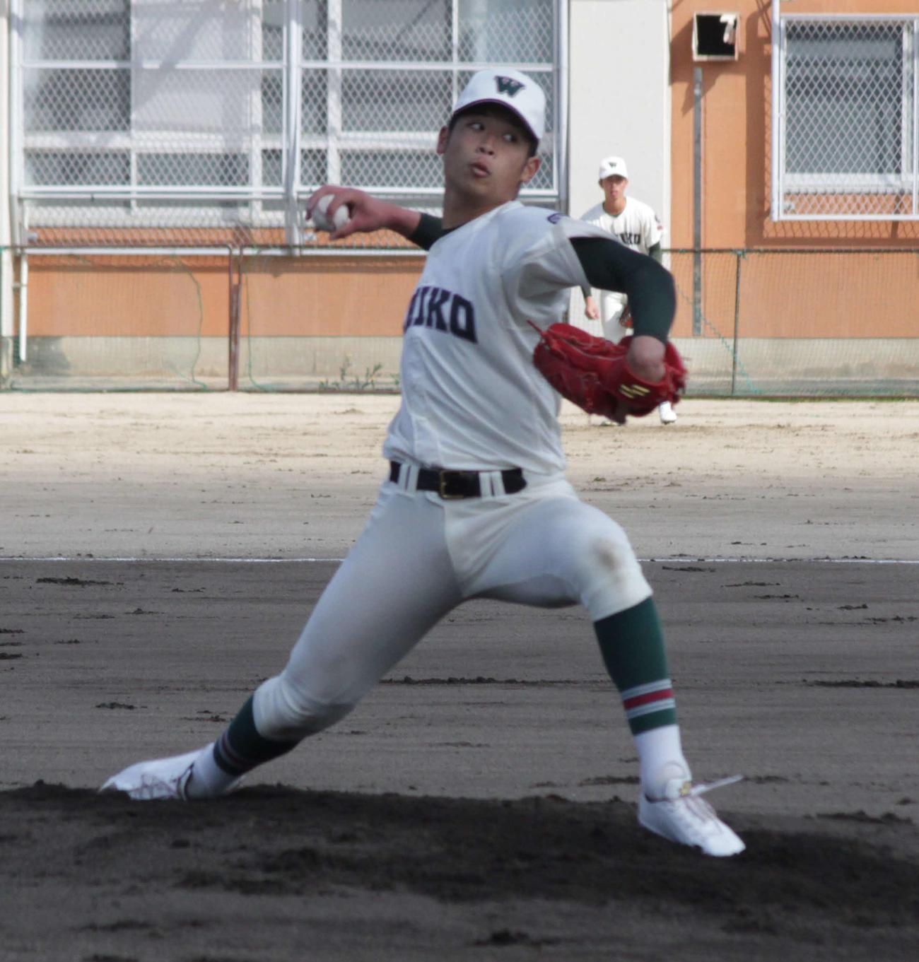 市和歌山のエース小園健太は、速球の精度アップに手応えを得た(撮影・酒井俊作)