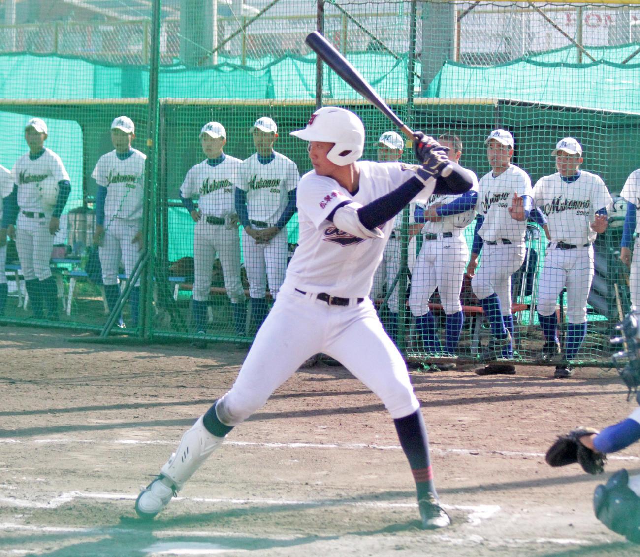 野手としてもプロ注目の岐阜第一・阪口楽投手はスケールの大きな打撃を披露(撮影・酒井俊作)