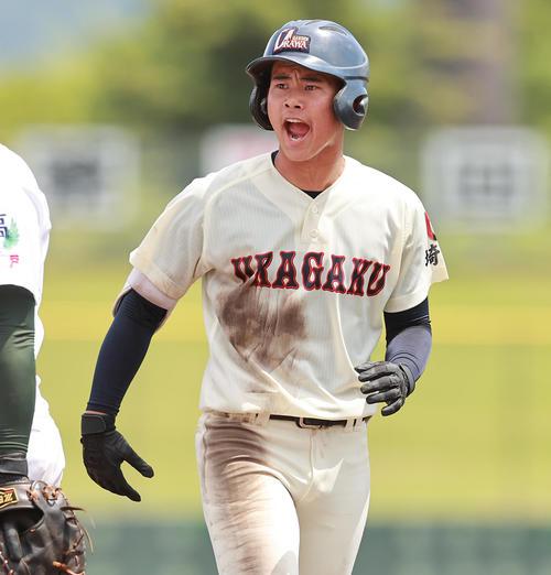 浦和学院対専大松戸 3回表浦和学院無死一塁、右前打を放ちほえる吉田匠(撮影・野上伸悟)