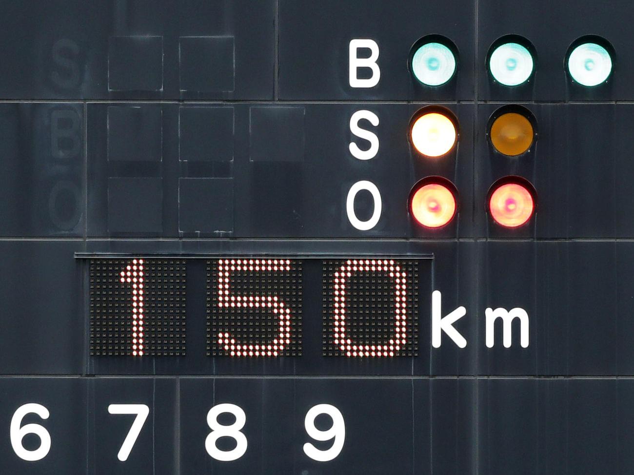 1回表、中京大中京・畔柳の球速150キロを表示するスコアボード(撮影・前田充)