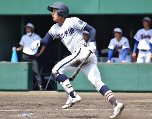 高川学園対宇部鴻城 5回1死一塁で左越え2点本塁打を放つ高川学園・立石(撮影・只松憲)