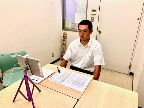抽選会に望む二松学舎大付・関遼輔主将(学校提供)