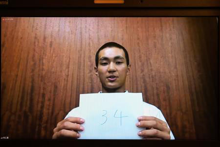 番号を掲げる帯広農の佐伯柊主将(代表撮影)