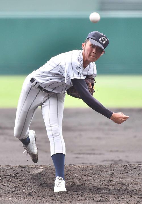 夏の甲子園で投球する広島新庄・花田侑樹(21年8月11日撮影)