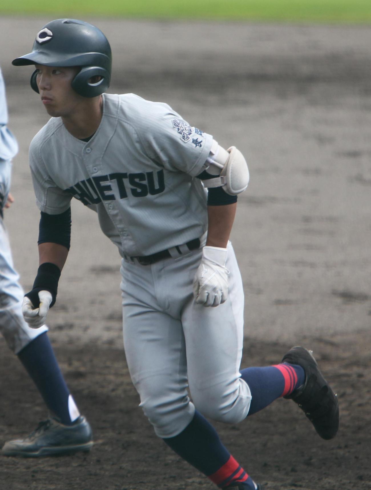 初回、先頭で左二塁打を放った中越・吉井