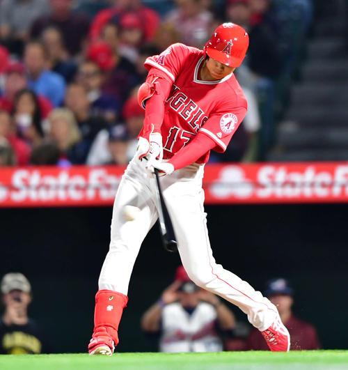 エンゼルス対インディアンス 3回裏エンゼルス2死、痛烈な打球で二塁手がはじく安打を放つ大谷(撮影・清水貴仁)