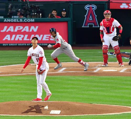 エンゼルス対レッドソックス 1回表レッドソックス無死、ベッツにいきなり先頭打者本塁打を浴びる大谷(撮影・清水貴仁)