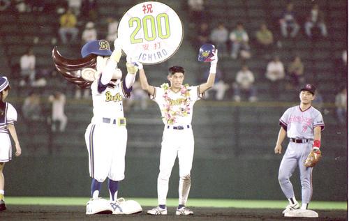 オリックス対ロッテ24回戦 オリックス・イチローが球界初の年間200本安打達成(撮影は1994年9月20日)