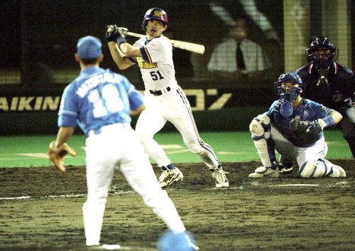 オリックス対西武15回戦 9回、イチロー(オリックス)は第4打席でプロ通算100号本塁打を放つ。投手は松坂大輔(撮影は1999年7月6日)
