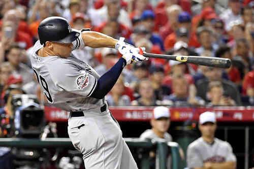 2回、先頭で先制のソロ本塁打を放つヤンキースのジャッジ(ロイター)