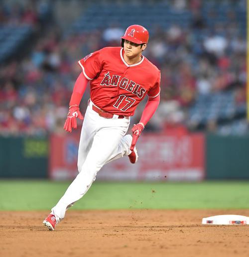 エンゼルス対ホワイトソックス 3回裏エンゼルス2死一塁、トラウトの二塁打で一塁から三塁に向かうエンゼルス大谷(撮影・菅敏)