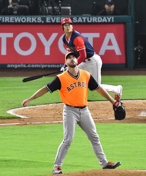 エンゼルス対アストロズ 4回裏エンゼルス無死一塁、アストロズ・バーランダーから中越えに2点本塁打を放つエンゼルス大谷(撮影・菅敏)