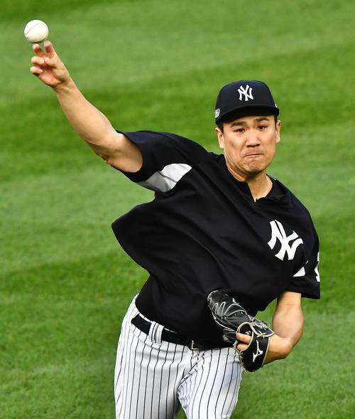 地区シリーズ第4戦ヤンキース対レッドソックス 試合前、力強いキャッチボールで調整するヤンキース田中(撮影・菅敏)